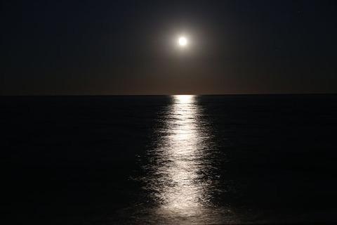 moon-2395139__480