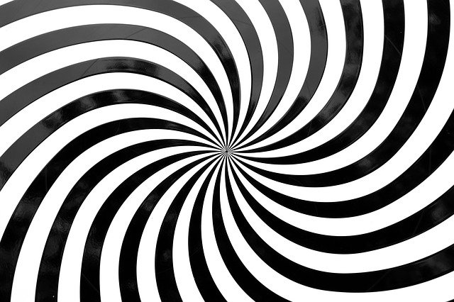 optical-deception-813729_640