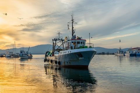 fishing-vessel-3855153_1280