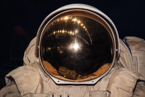 cosmonaut-space-suit-193782__480