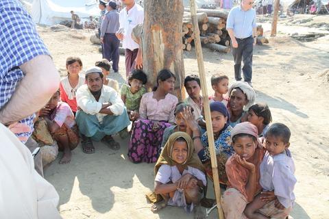 Displaced_Rohingya_people_in_Rakhine_State_(8280610831)