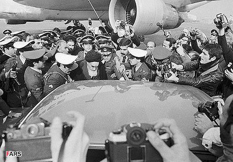500px-Return-ayatollha-khomeini