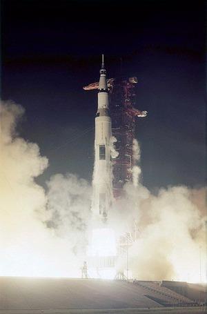 440px-Apollo_17_liftoff