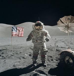440px-Apollo_17_Cernan_on_moon