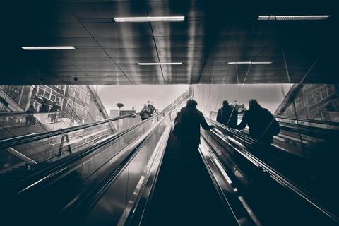escalators-3863163_1920