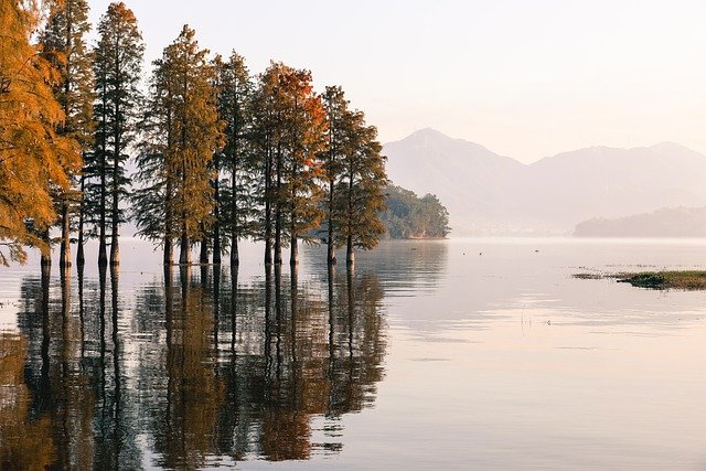 lake-5045059_640
