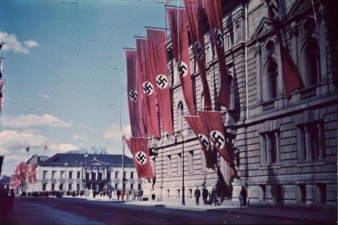 swastikas-906653_1280