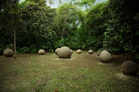 Spheres-in-Costa-Rica-Finca-6-circle