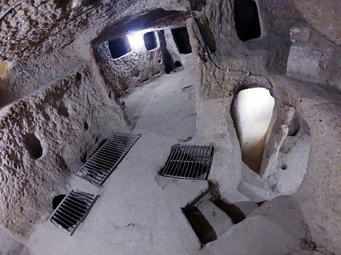 500px-Kaymakli_underground_city_8887_Nevit_Compressor