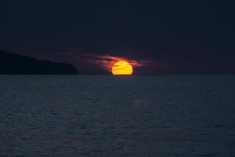 sunset-1651878__480
