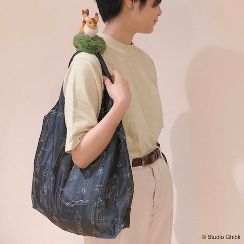 キツネリスや坊ネズミたちを肩に乗せて歩ける! スタジオジブリの新グッズ「肩のせエコバッグ」