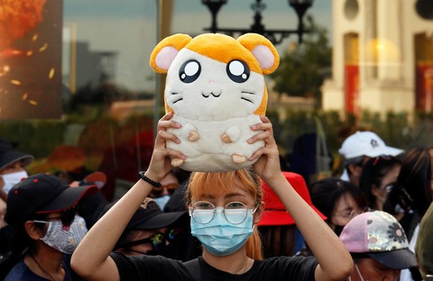 タイの学生による反政府デモ、「ハム太郎」がシンボルに