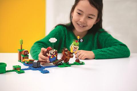 レゴの世界で冒険するマリオが登場