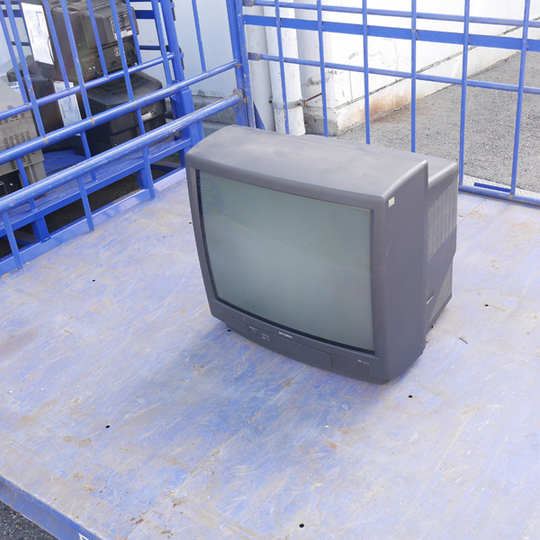 oversize_garbage_television04
