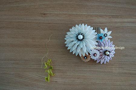 剣万寿菊と小花の櫛