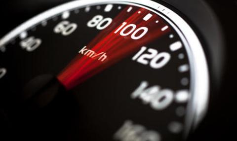 時速100㎞の車