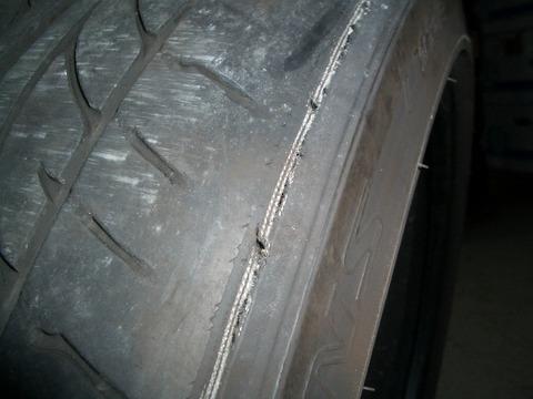 タイヤの溝がツルツル