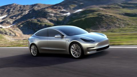 テスラ、中航続距離の低価格Model 3を発売