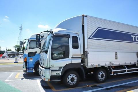 大型トラック運転