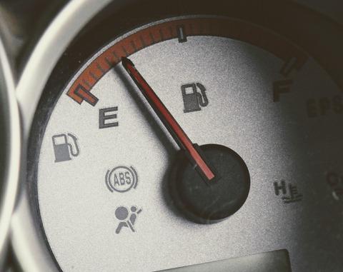 車のガソリンが3分の1位しか残ってないんだがwwwww