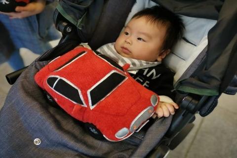 エンジン音で赤ちゃん泣きやむ