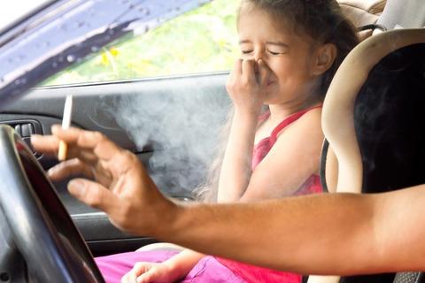 車のエアコンがヤニ臭くて