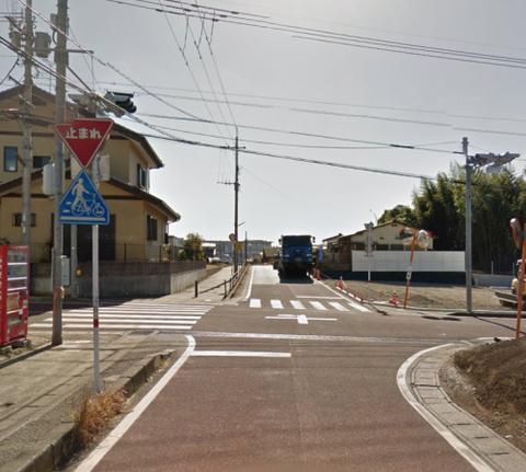 歩道の信号機がない交差点
