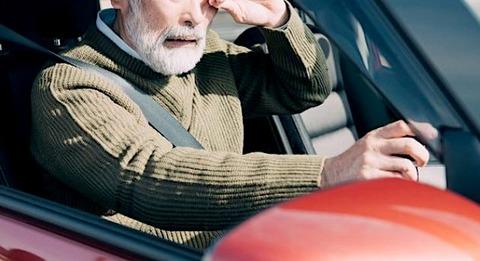 高齢者専用の運転免許創設