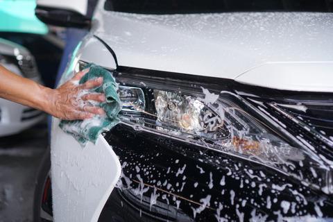 会社の車を洗車