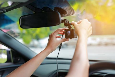 親がドライブレコーダーつける