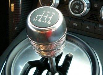「どうせマニュアル車なんて運転する機会全くないんだからAT限定を選ぶほうが賢い」←これ