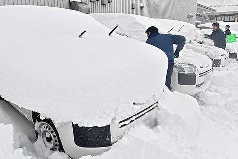 雪国に住んでない奴って、雪が降っても車のワイパー立てないってマジ?