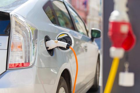 日本で電気自動車が普及しない