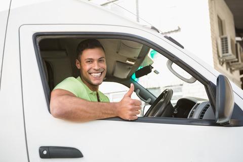 トラック運転手て歌聞きながら運転するだけで金もらえるとか天国だよな