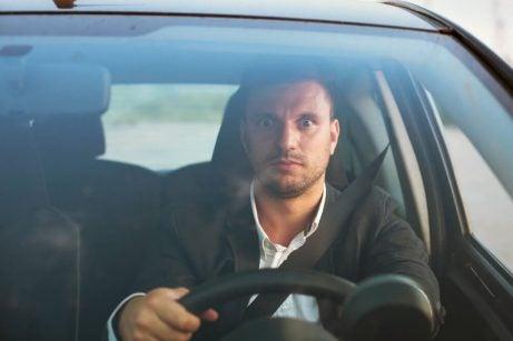 男性の運転が怖い