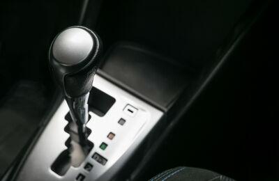 オートマ車運転