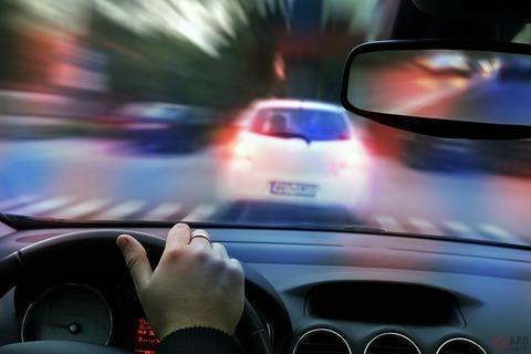 車の運転中て煽ることくらいしか