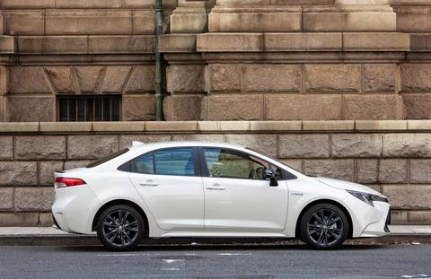トヨタのカローラが外車並みにカッコいいとワイの中で話題w