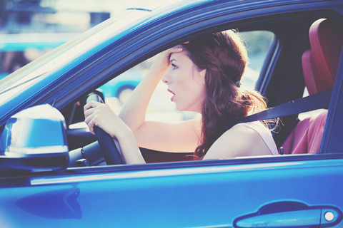 運転中に出会うとイライラする車