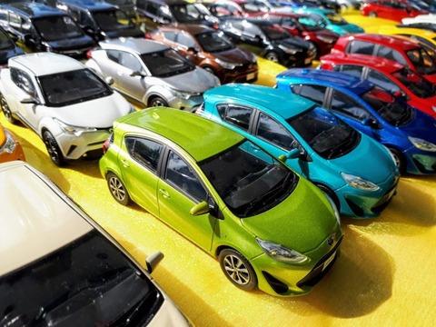 車の色 白←わかる 黒←わかる 赤←わかる 黄←わかる 銀←わかる 青←キモい 緑←これw