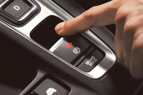 サイドブレーキのボタンって押さなくても引ける