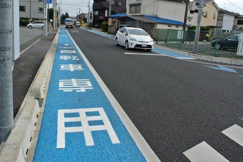 自転車は車道と歩道