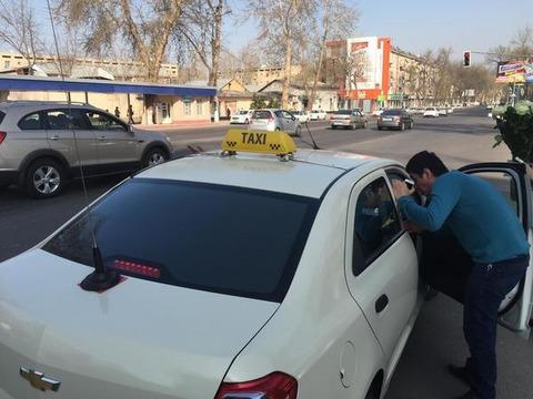 白タク運転手「住宅ローンもあるし働けば税金納められるし国は白タクを合法化しろ」