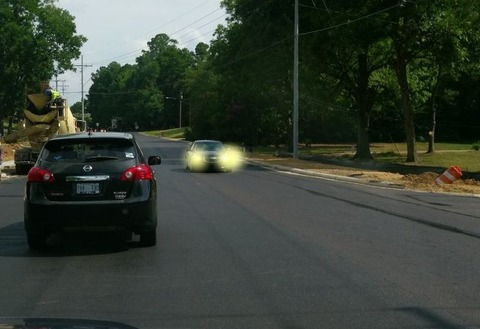 対向車がライトチカッとさせてくる