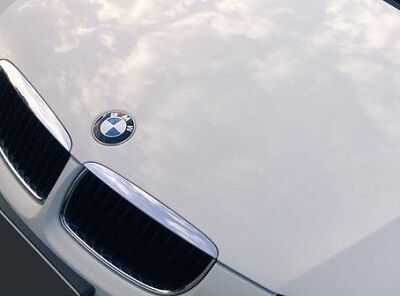 BMWの運転席から大学生