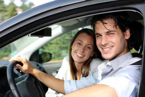 軽自動車に乗ってる貧乏人ってどうやって女をデートに誘うの