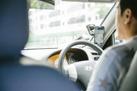 助手席に上司乗せて運転