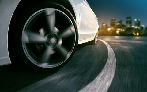 車のブレーキでいかに衝撃を少なく停車させる