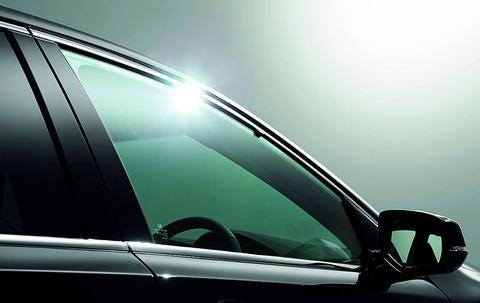 車で窓ガラス