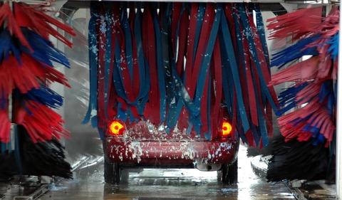 洗車機で洗う